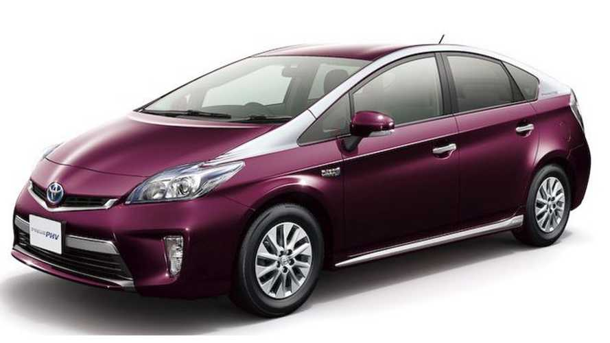 Toyota Prius Plug-In Hybrid Goes Two-Tone for 2014 in Japan