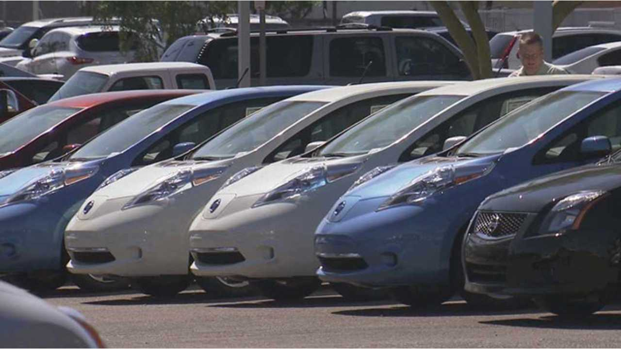 Another Unanswered Question: What Is Happening To Batteries Inside Nissan LEAFs That Baking On Dealer Lots In Arizona? (photo via KPHO 5)