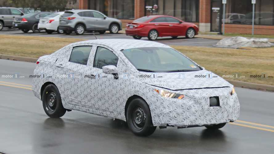 Flagra: Novo Nissan Versa enfim aparece em testes