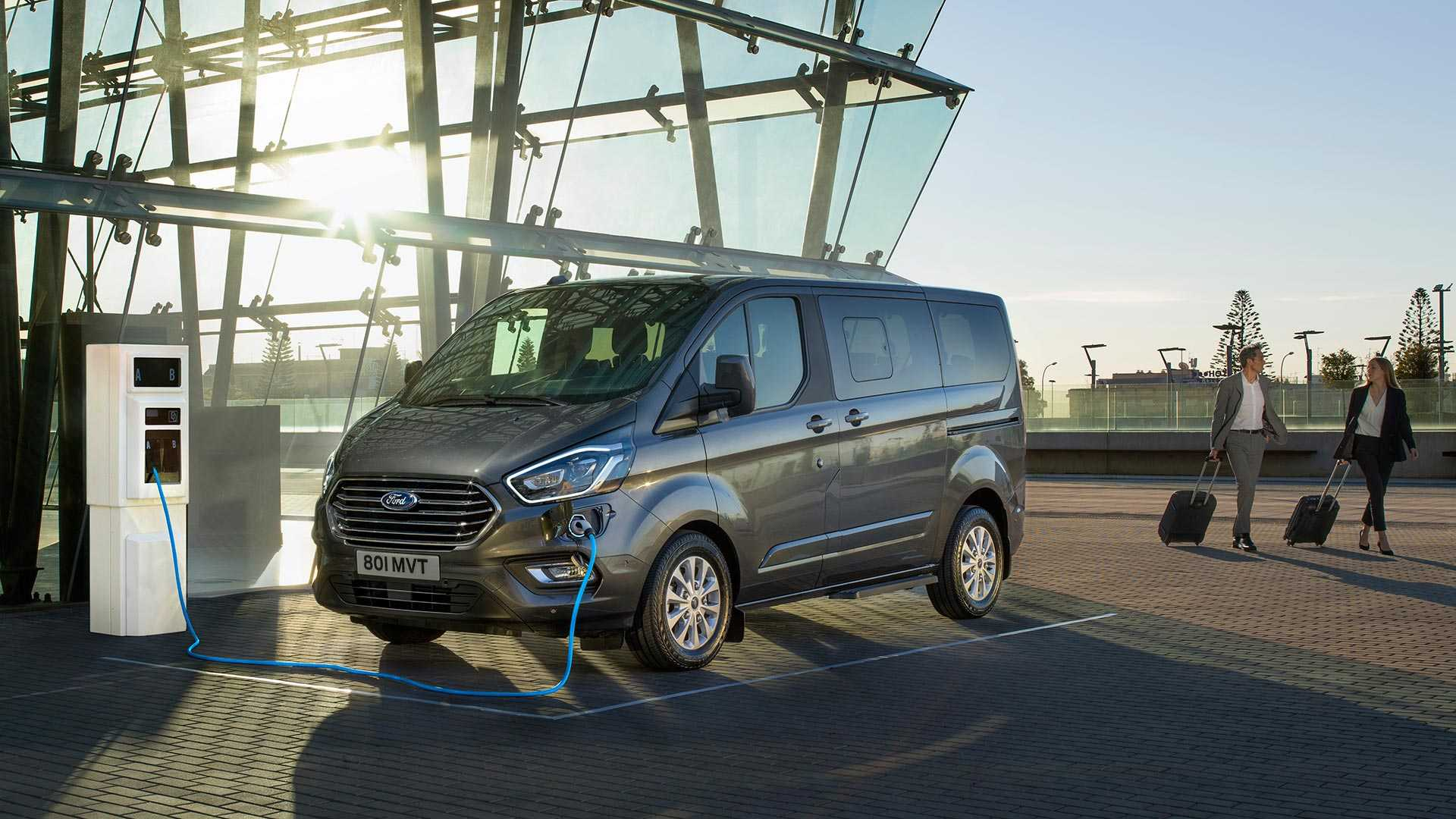 2019 Ford Tourneo Custom Phev Debuts As Ultra Efficient People Mover