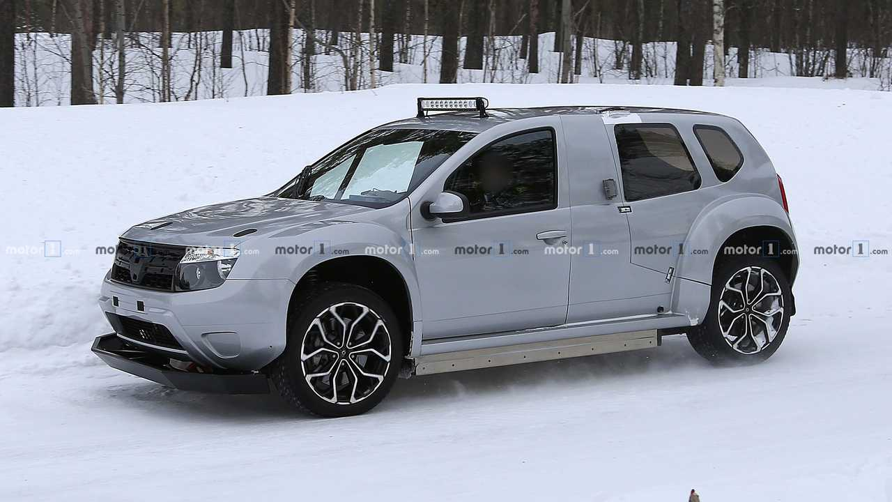 Dacia Duster EV mule spy photo
