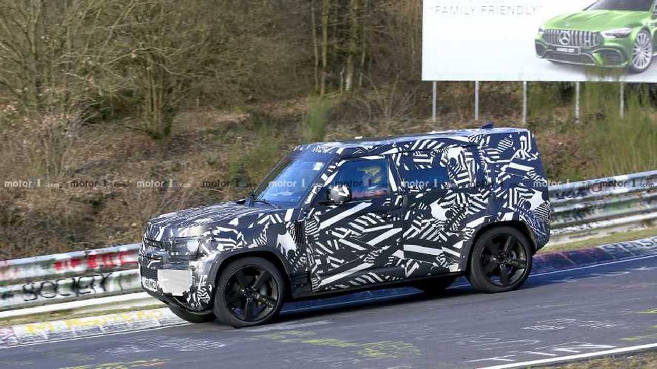 Land Rover Defender sur le Nurburgring
