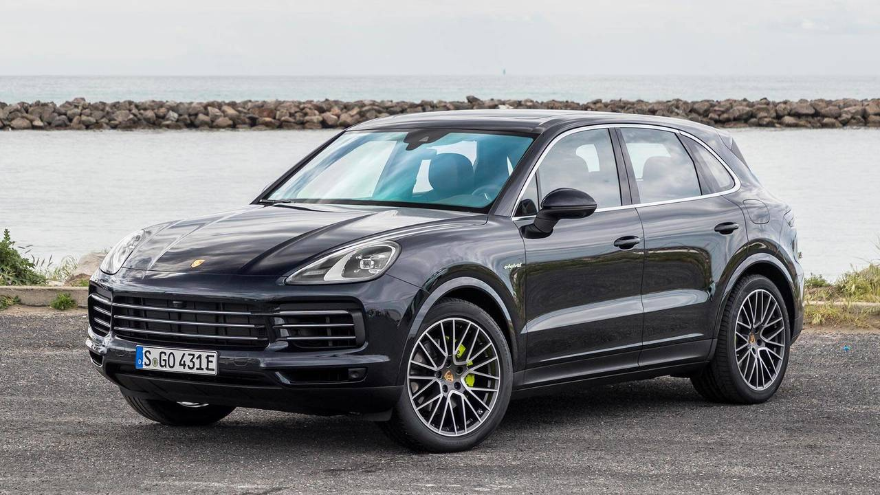 2019 porsche cayenne e hybrid first drive amazing mainstream. Black Bedroom Furniture Sets. Home Design Ideas
