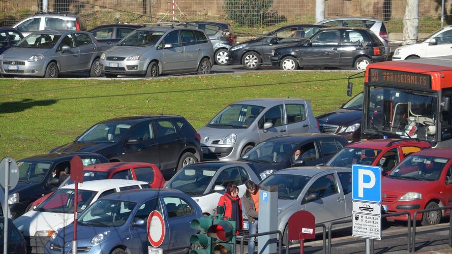 Inquinamento e mobilità sostenibile, Roma ultima in Europa
