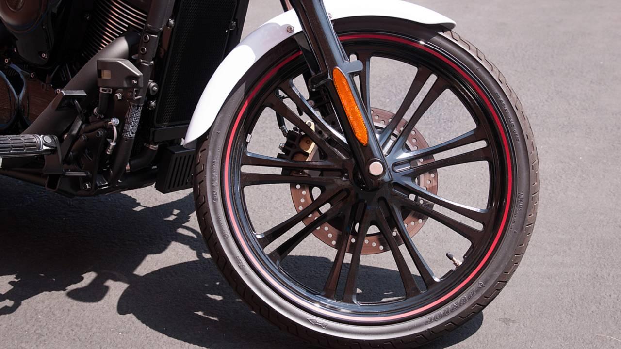 kawasaki vulcan 900 custom tire size