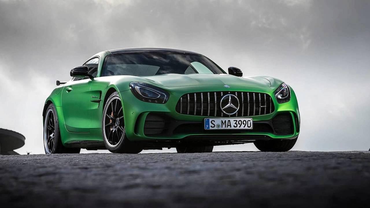 Mercedes-AMG GT R 2018 contra...