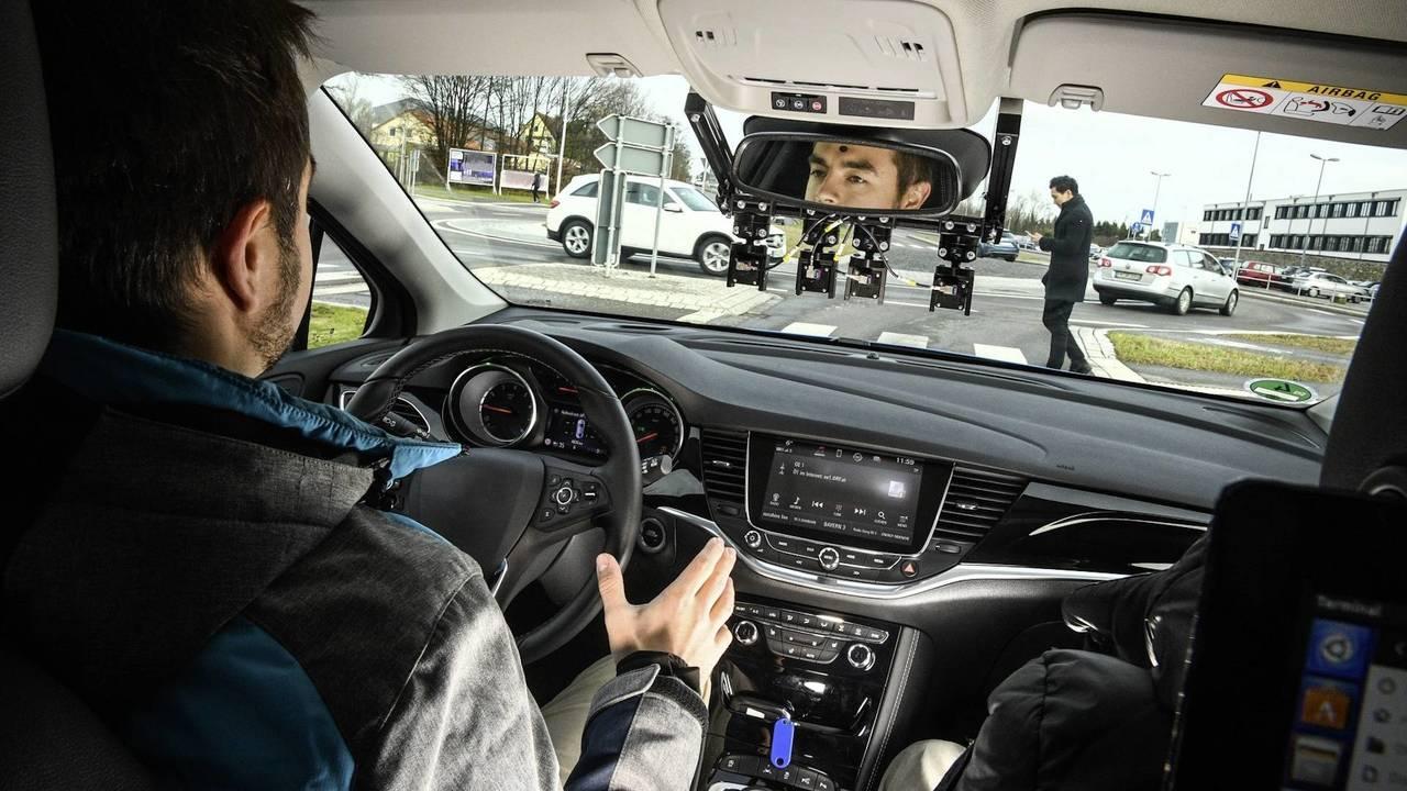 Auto a guida autonoma in Italia, via ai test