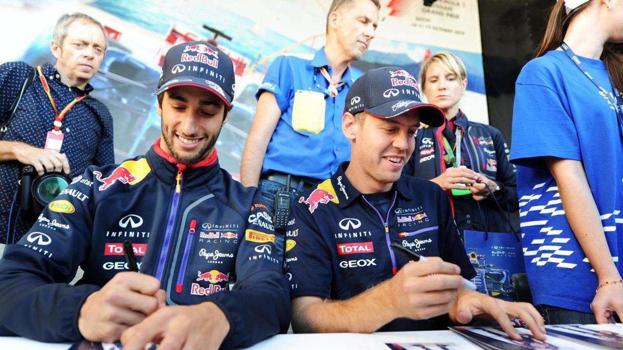 Daniel Ricciardo (AUS) and team mate Sebastian Vettel (GER) sign autographs for the fans at the Fanzone / XPB