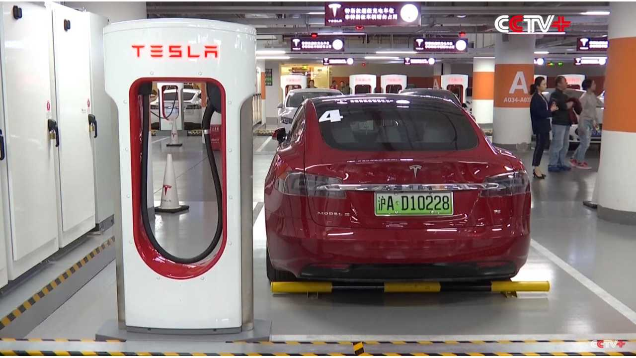 Video Of World's Largest Tesla Supercharger Site