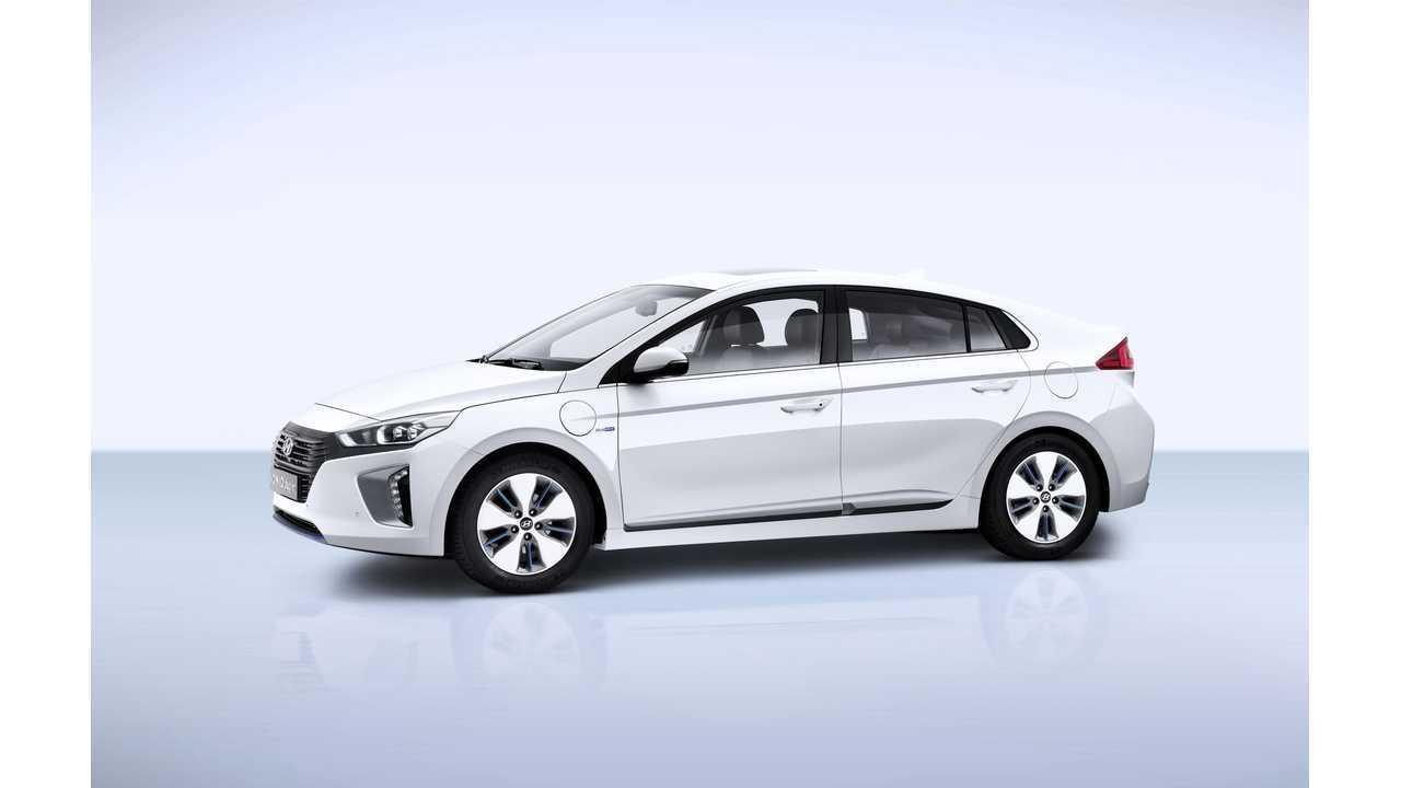 <em>Hyundai IONIQ Plug-in</em>