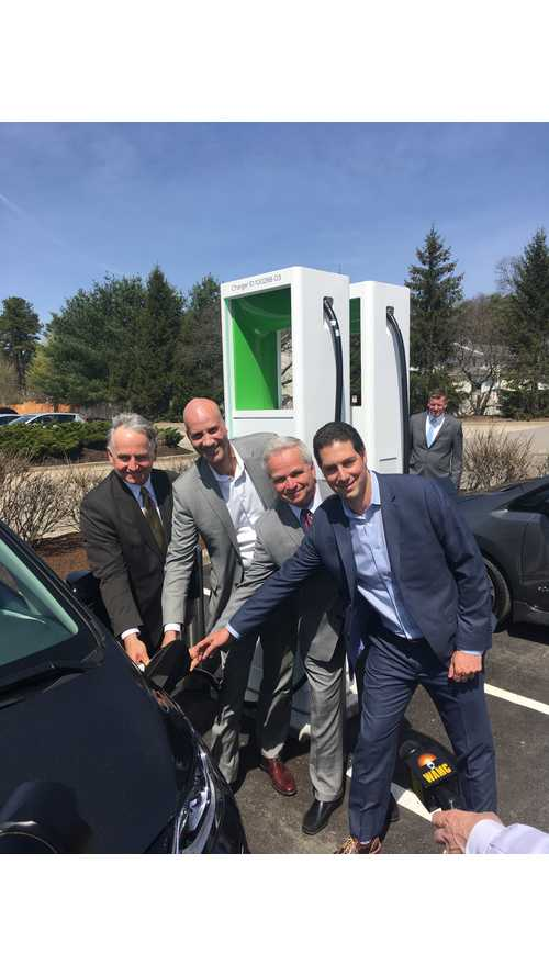 InsideEVs Checks Out First Ultra-Fast CCS Station in U.S.