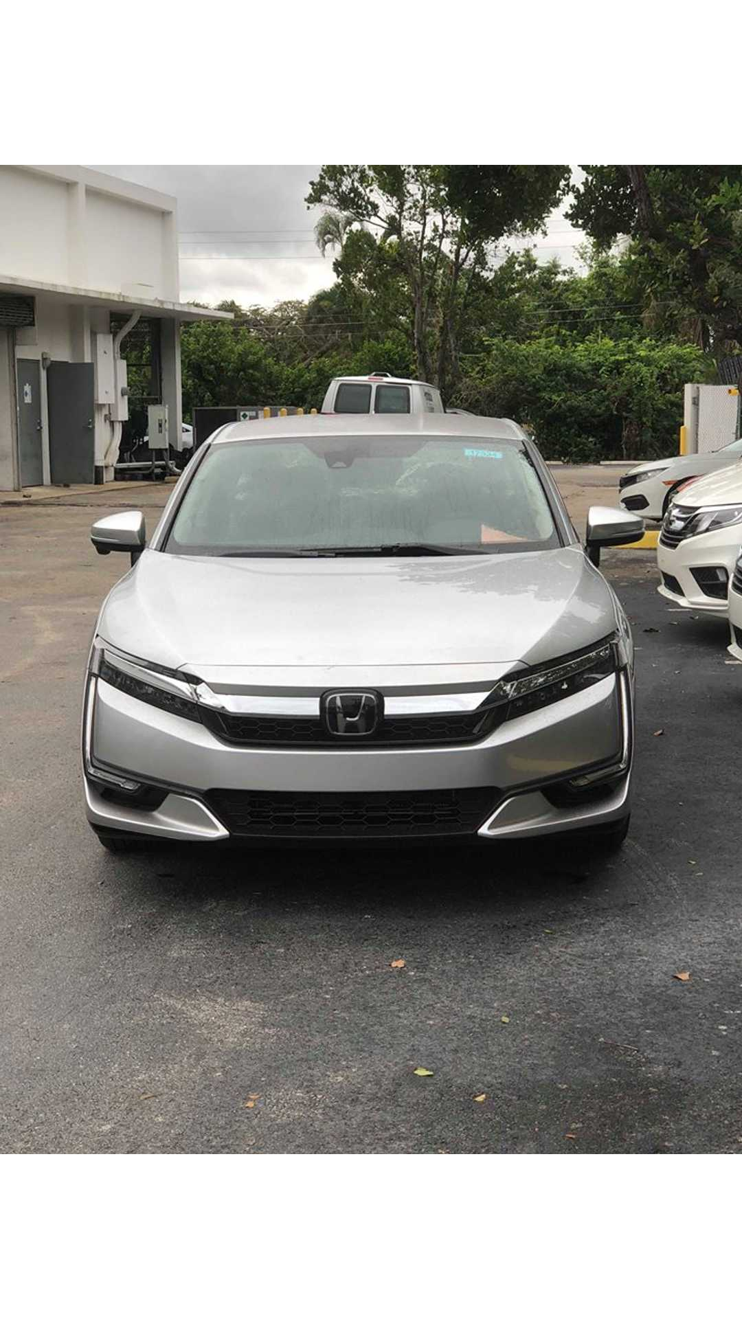 Honda Offers $6,500 Lease Credit On Clarity PHEV, But Only
