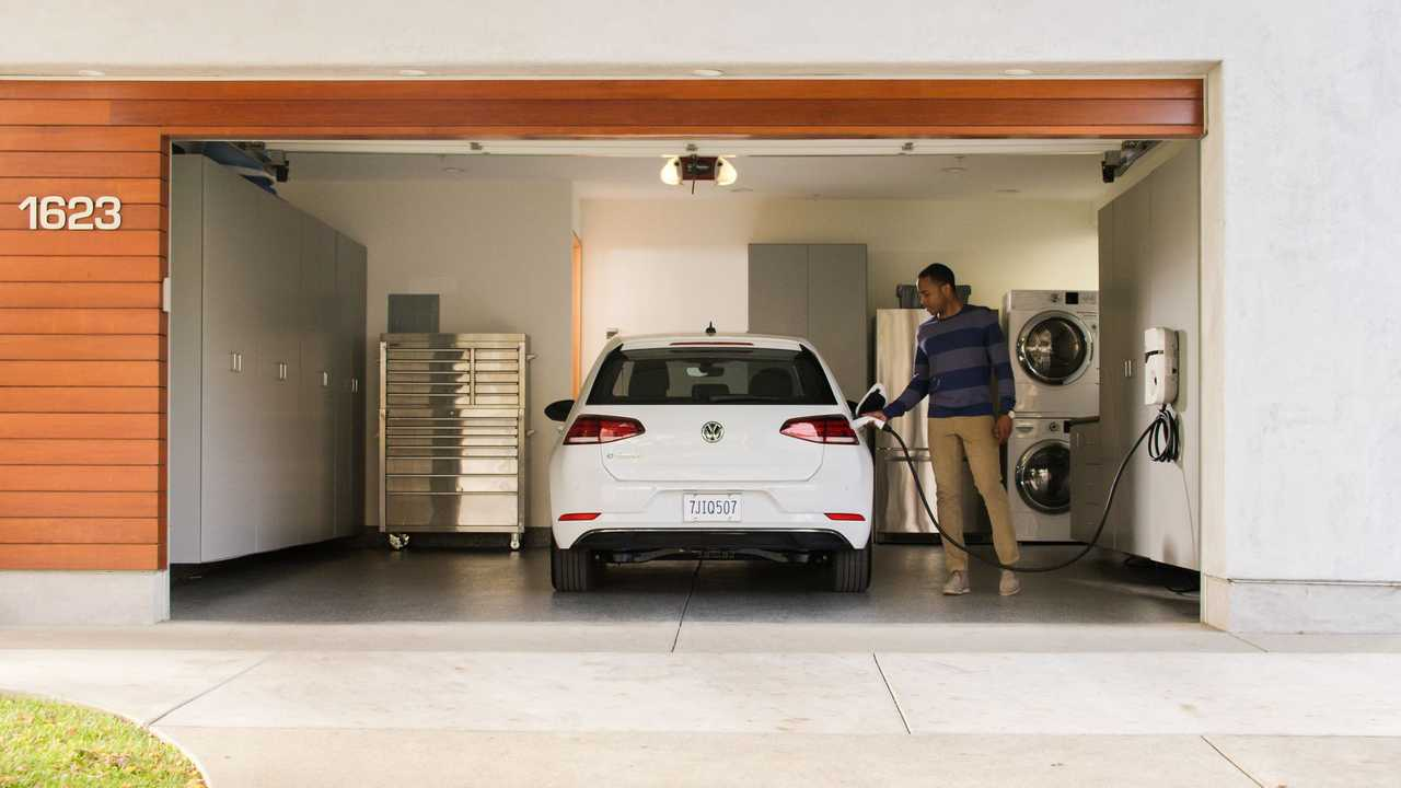 2017 Volkswagen e-Golf Rated At 125 Miles By EPA