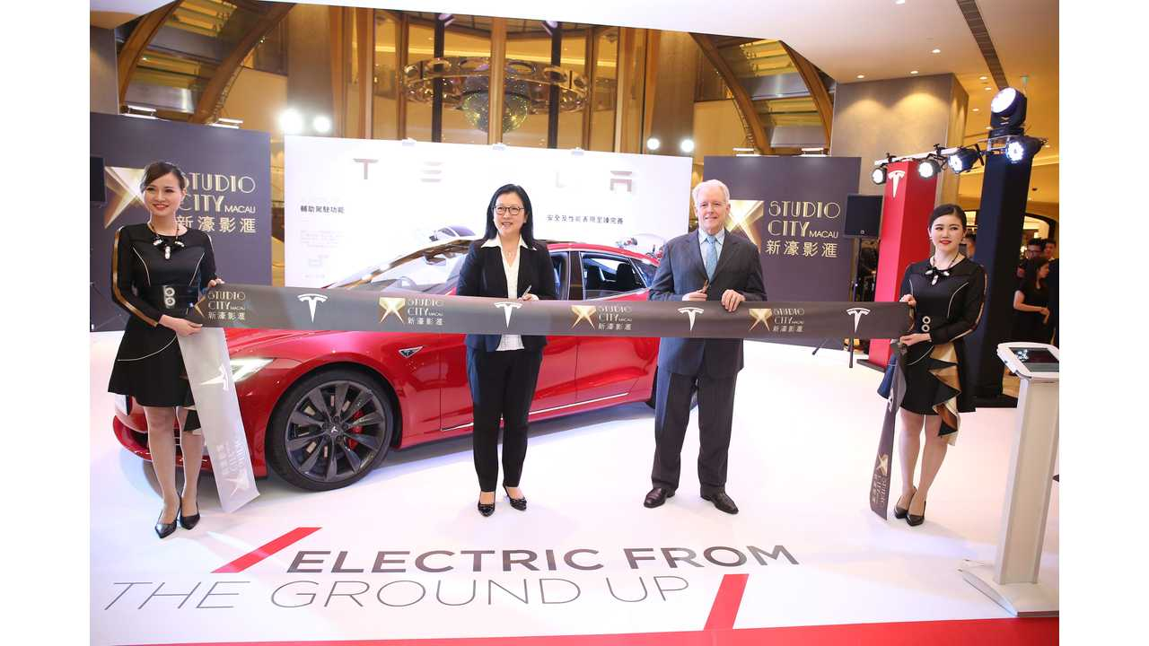 Mr. JD Clayton, Property President of Studio City, and Miss Isabel Fan, Regional Director of Tesla Hong Kong, Macau and Taiwan, hosted a ribbon cutting ceremony in Macau.