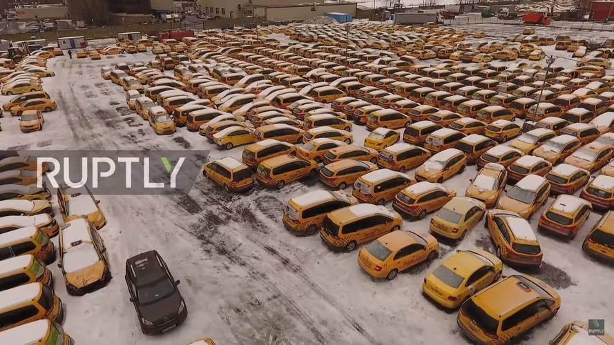 Ahol a taxik meghalnak: nagy autótemető Moszkva mellett