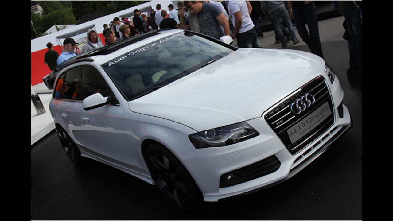 Audi Original Zubehör zeigt ebenfalls mehrere Modelle wie diesen A4