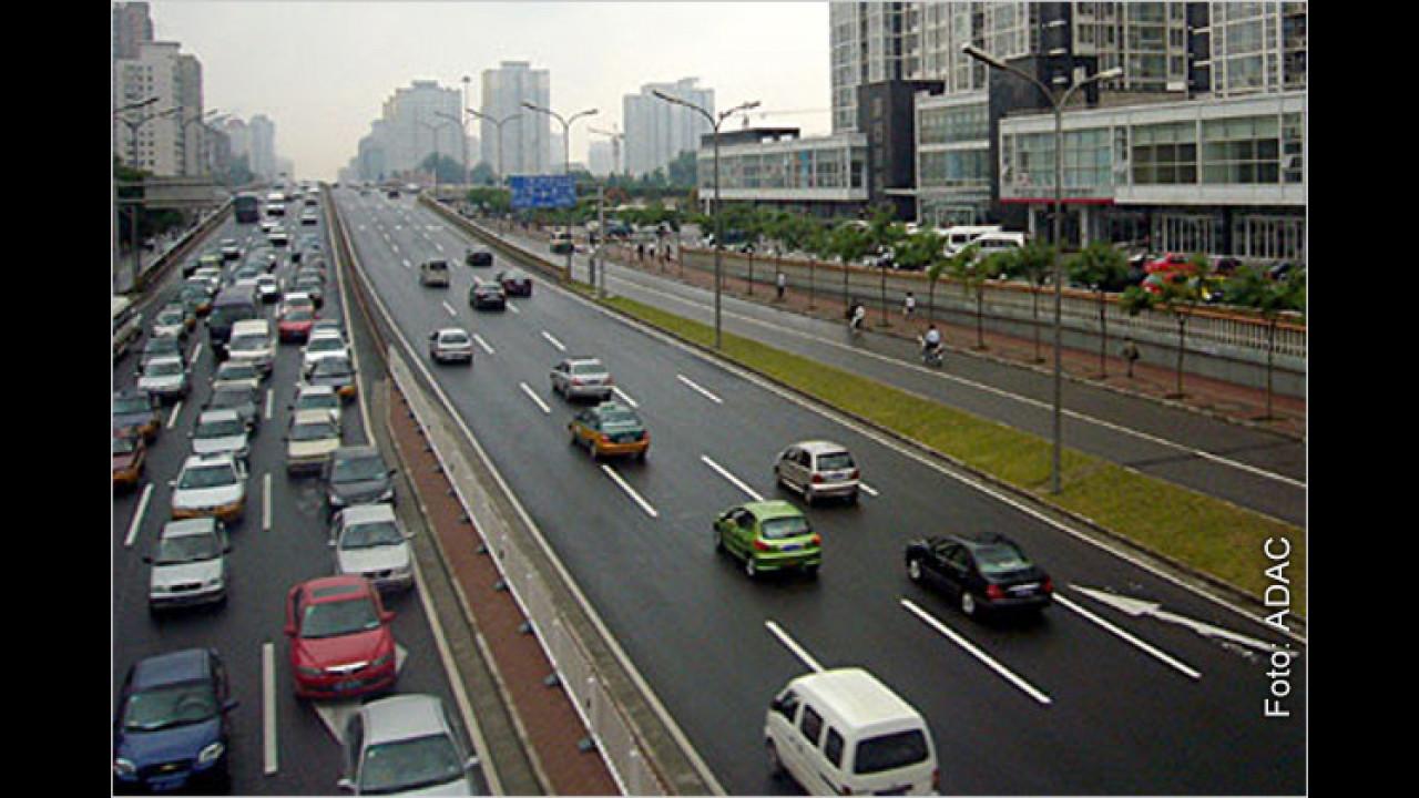 Innerorts: Muss man grundsätzlich immer rechts fahren?