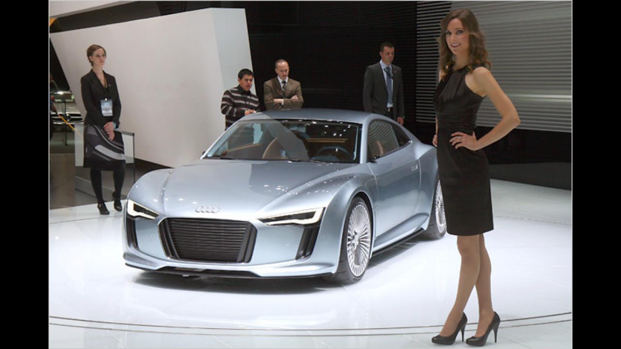 Ob mit Verbrennungs- oder, wie hier, mit Elektromotor: Sportwagen zogen auch 2010 die Damenwelt fast schon magisch an