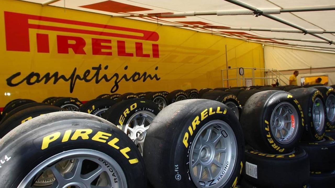 Pirelli tyres - Formula 1 World Championship, Rd 14, Italian Grand Prix, Friday Practice, 10.09.2010 Monza, Italy