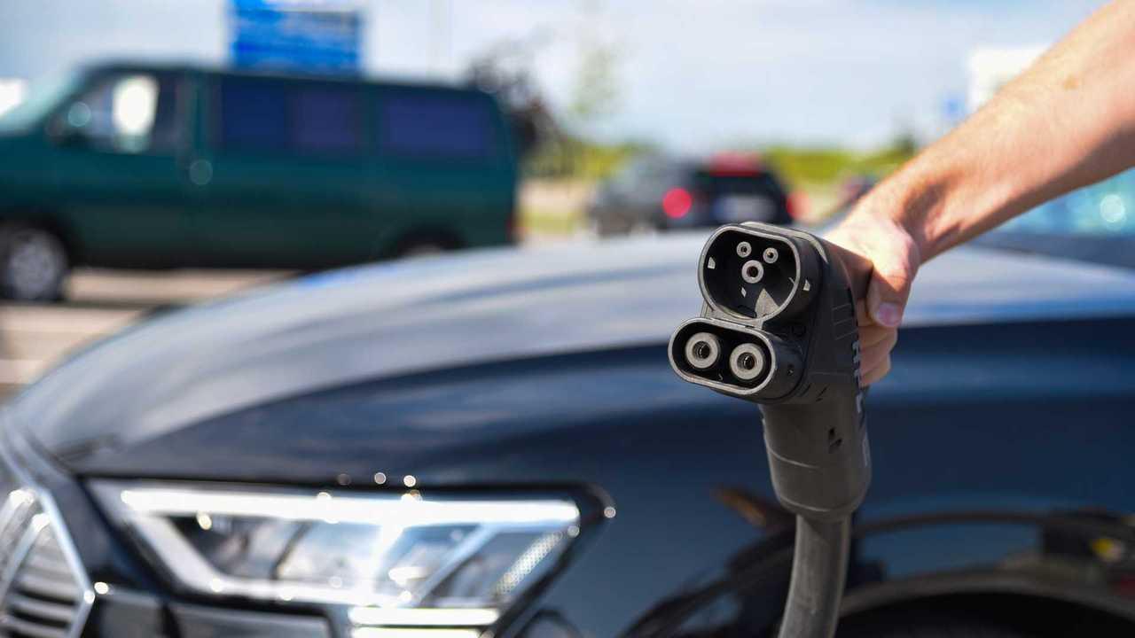 TÜV Süd: Urlaubsreise mit dem Elektroauto