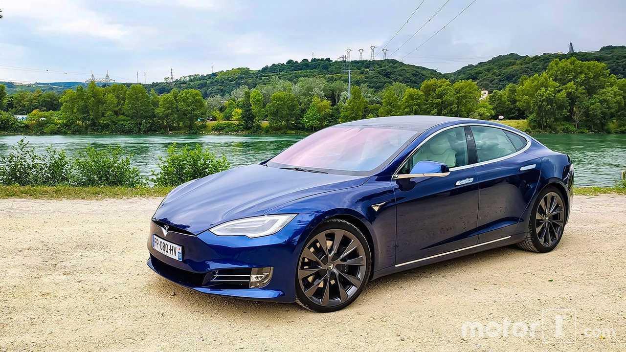 Tesla Model S ön cephe