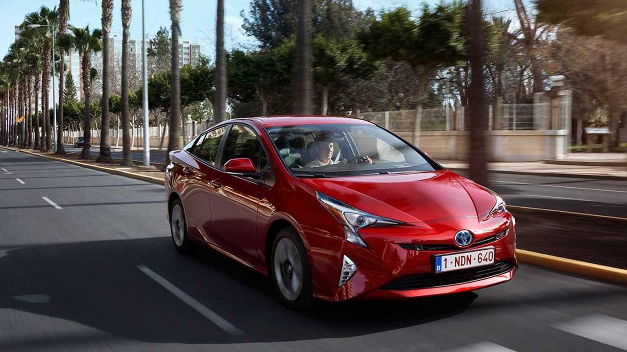 В России открылся прием заказов на новый Toyota Prius