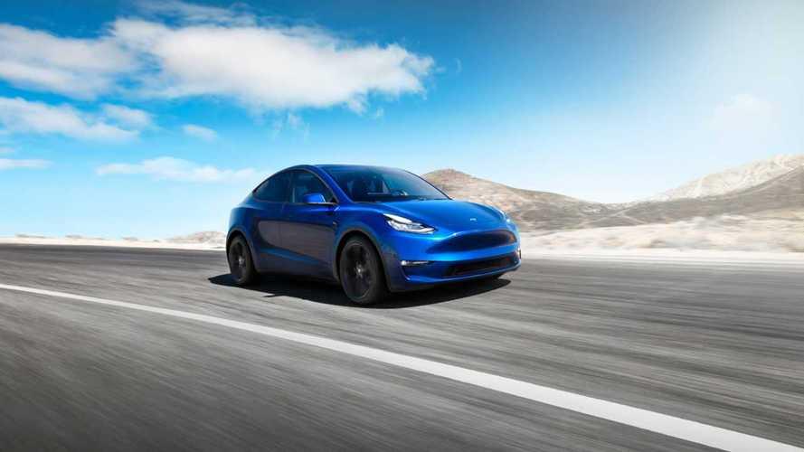 Tesla Model Y приспособили для уборки снега