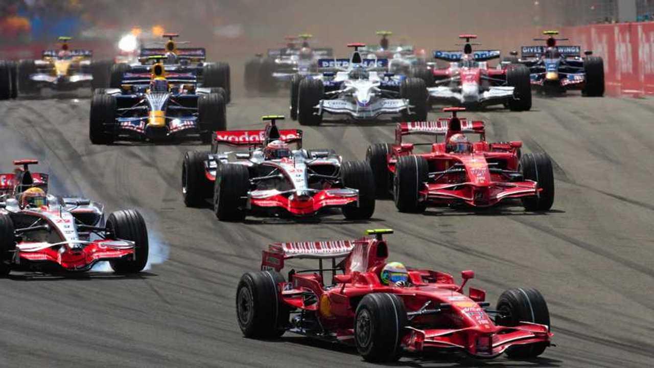 Felipe Massa, Ferrari F2008 leads Lewis Hamilton, McLaren MP4-23 Mercedes, Kimi Raikkönen, Ferrari F2008 and Heikki Kovalainen, McLaren MP4-23 Mercedes at the start