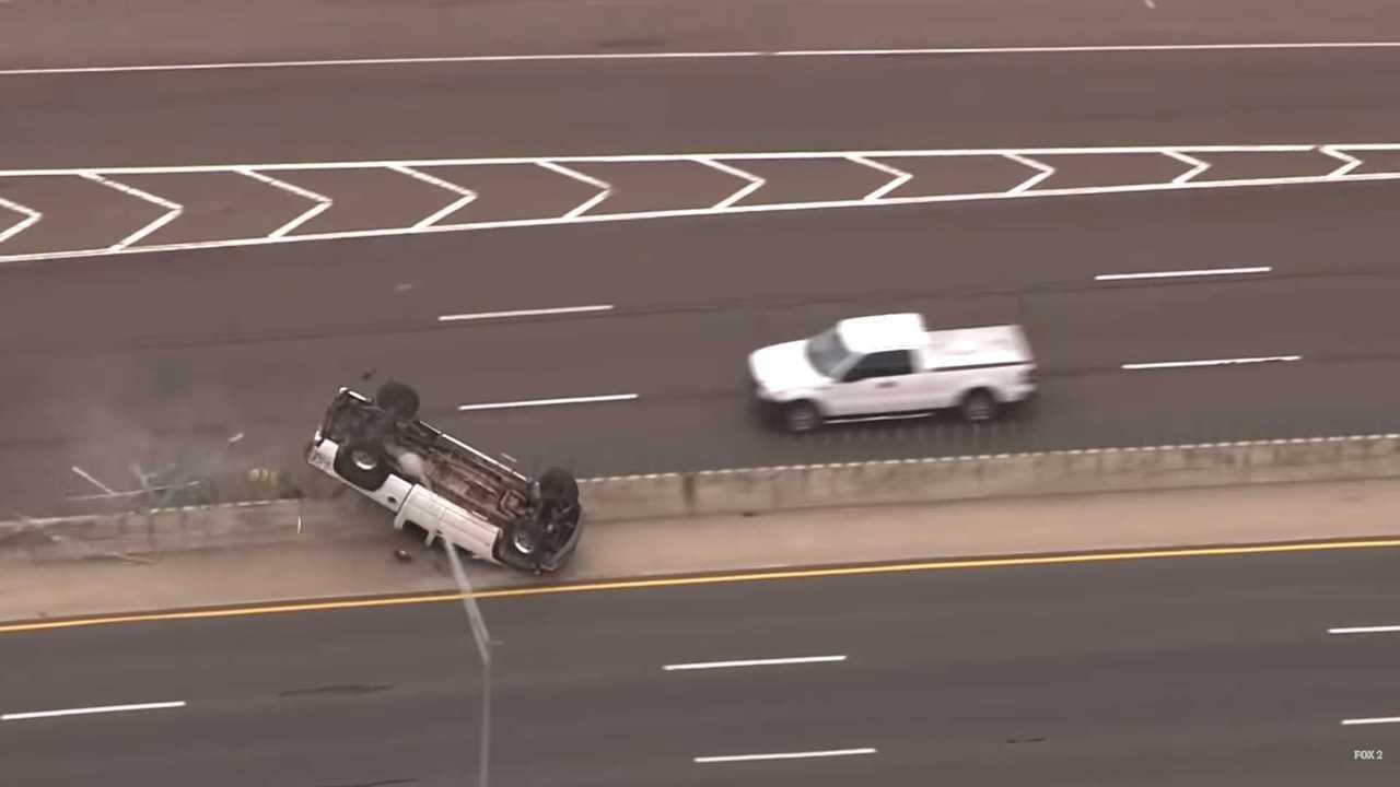 Truck Rollover rendőrségi üldözés közben