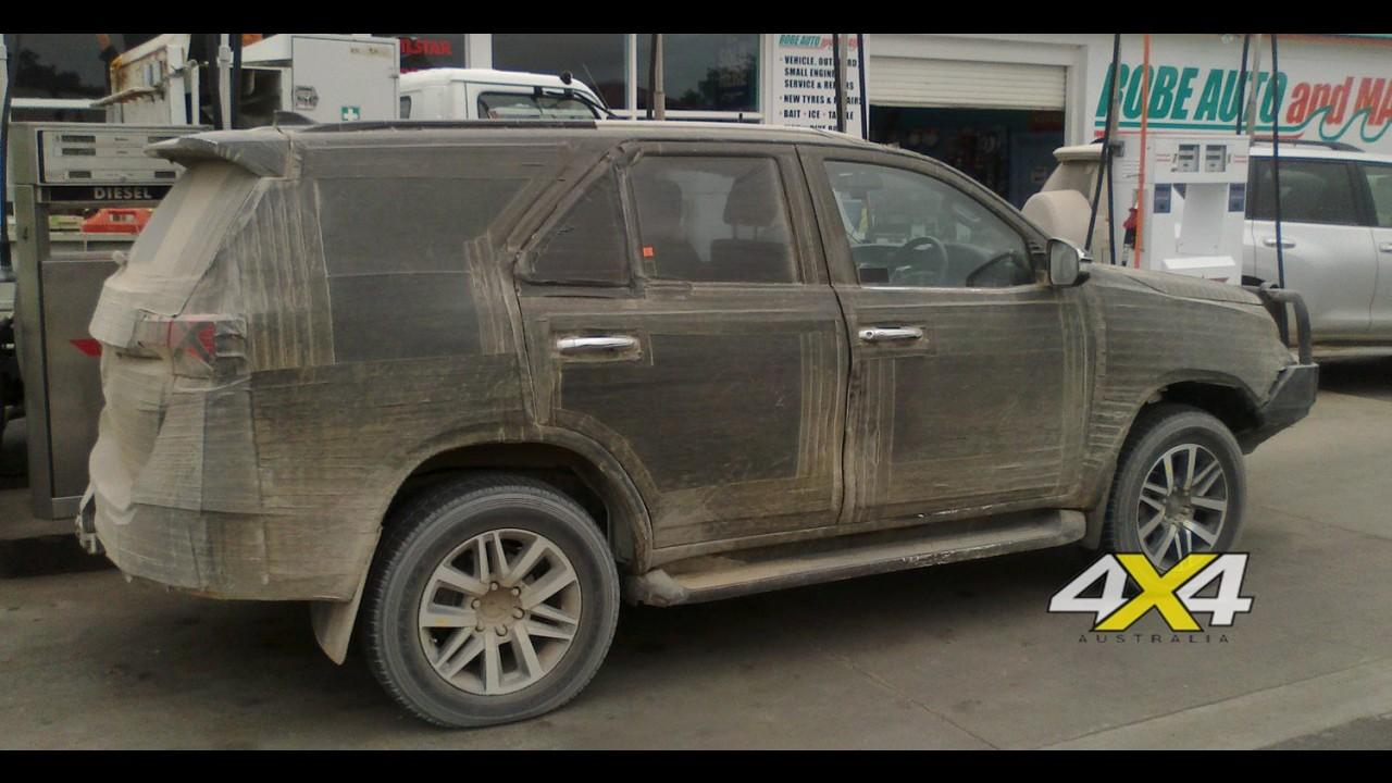 Flagra: novo Toyota SW4 já roda com menos camuflagem