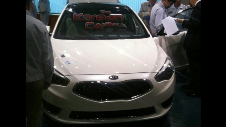Novo Kia K7 (Cadenza) é visto sem camuflagem pela primeira vez