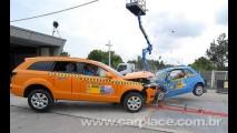 Crash Test: Vídeo mostra colisão frontal entre Fiat 500 e um Audi Q7 à 56 Km/h