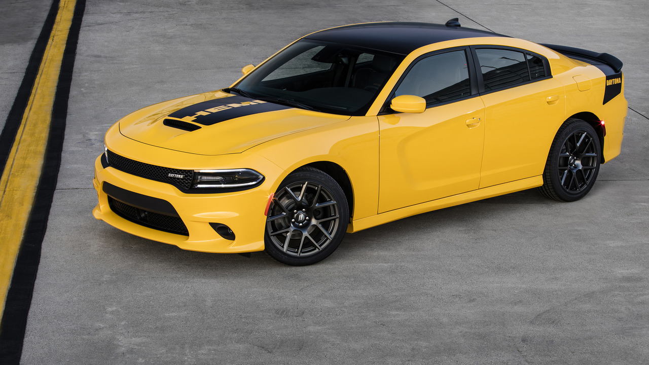 2017 Dodge Challenger T/A ve Charger Daytona