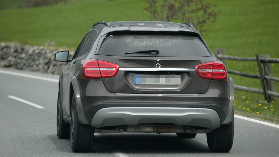 Photos espion - Le futur Mercedes GLB surpris ?