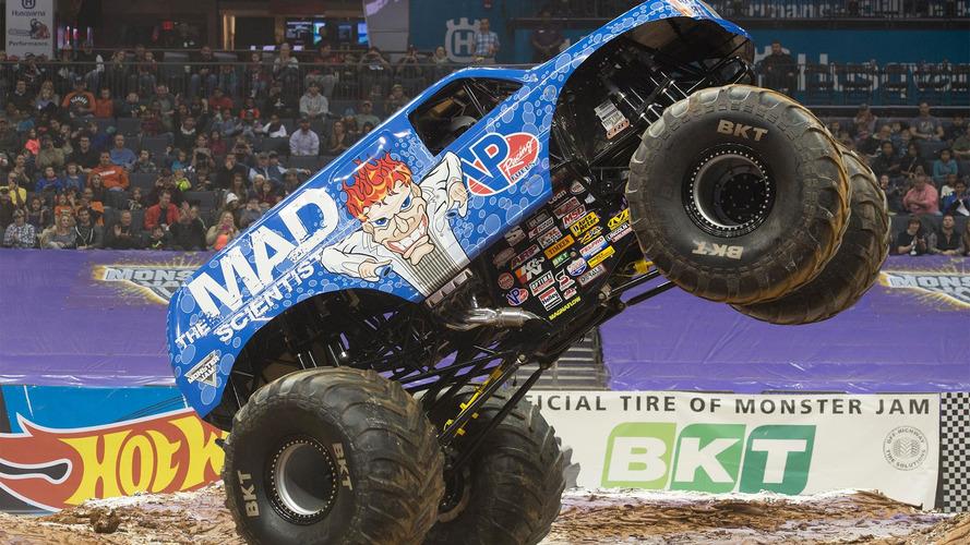 ¿Un monster truck haciendo un backflip frontal? Sin duda, lo más alucinante que verás hoy