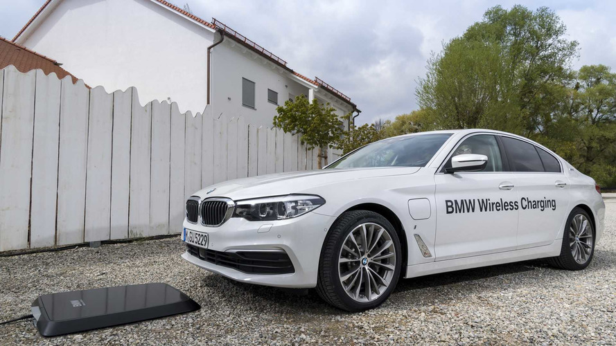 BMW 530e'ye temassız şarj opsiyonu eklendi