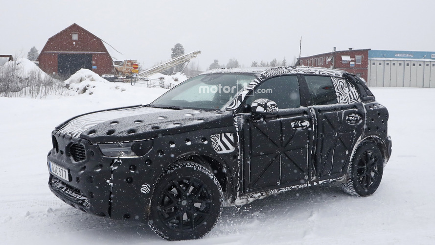 Volvo XC40 spied ahead of autumn debut