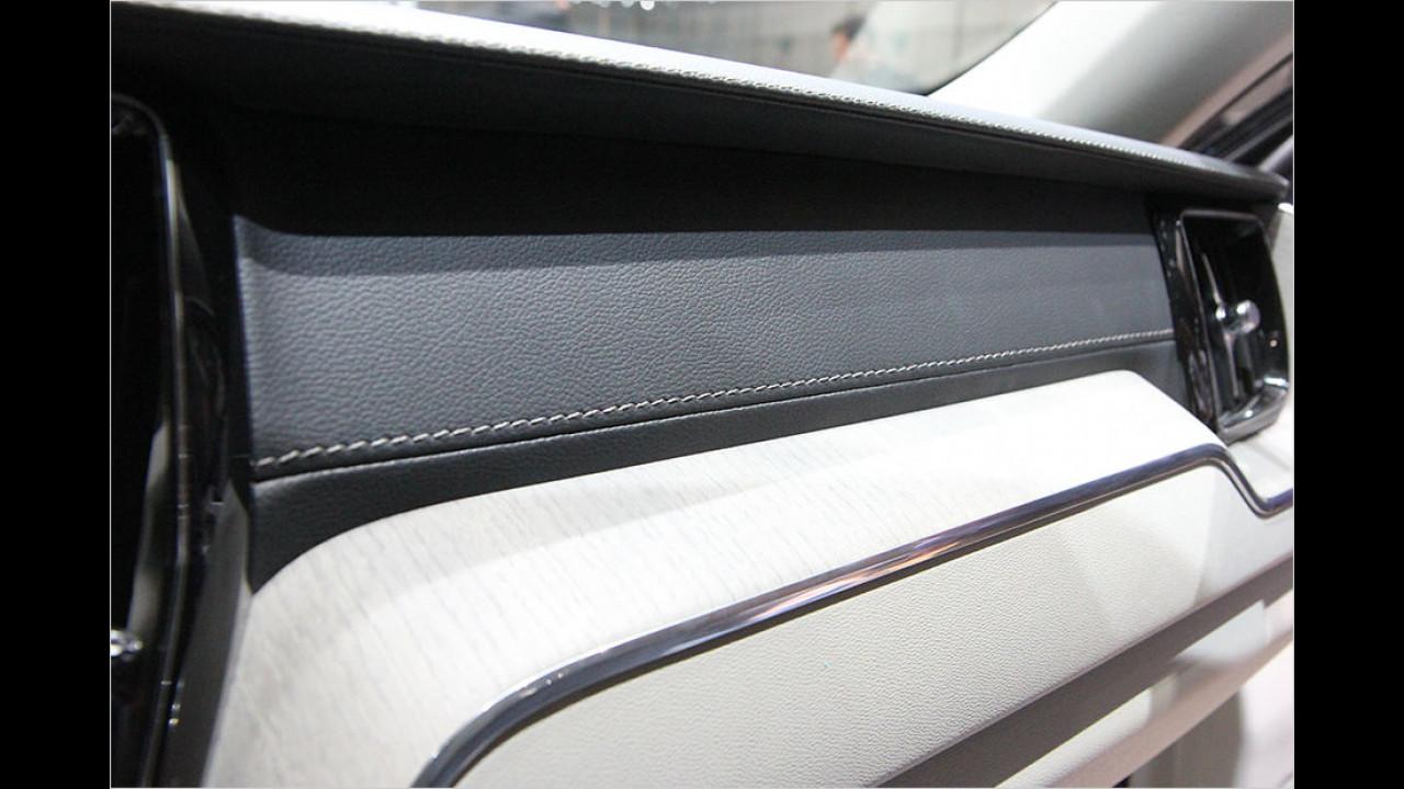 Leder, Holz und Aluminium im Detail