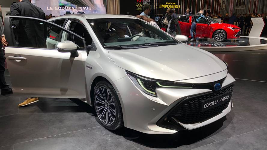 2019 toyota corolla touring sports photos. Black Bedroom Furniture Sets. Home Design Ideas