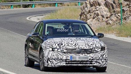 2018 VW Passat GTE yeni ön kısmı ile görüntülendi