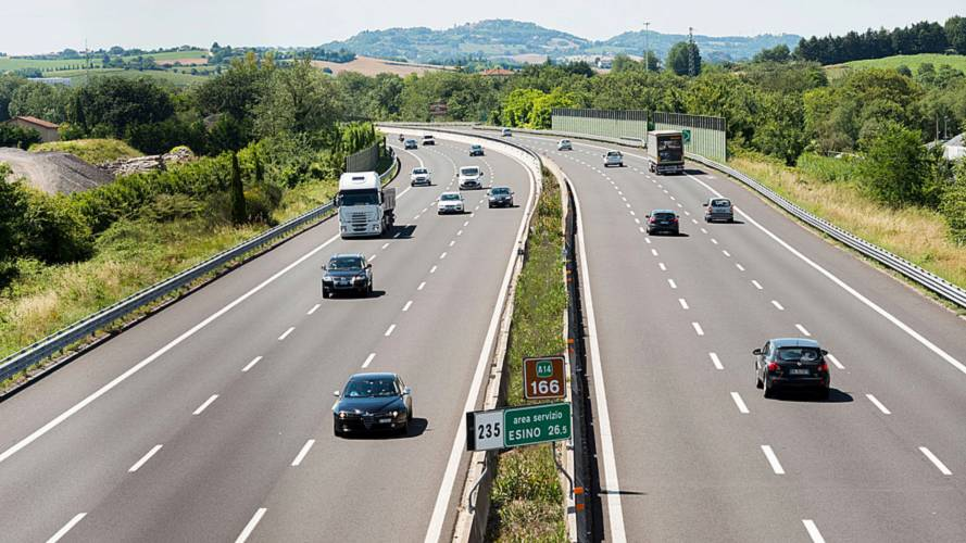 Autostrade pubblica la convenzione, esplode la polemica