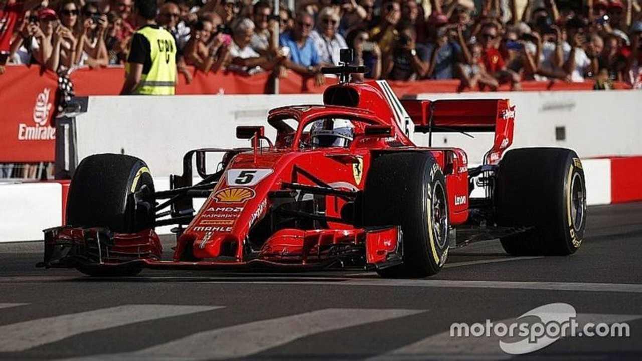 Vettel crashes during Milan F1 demo