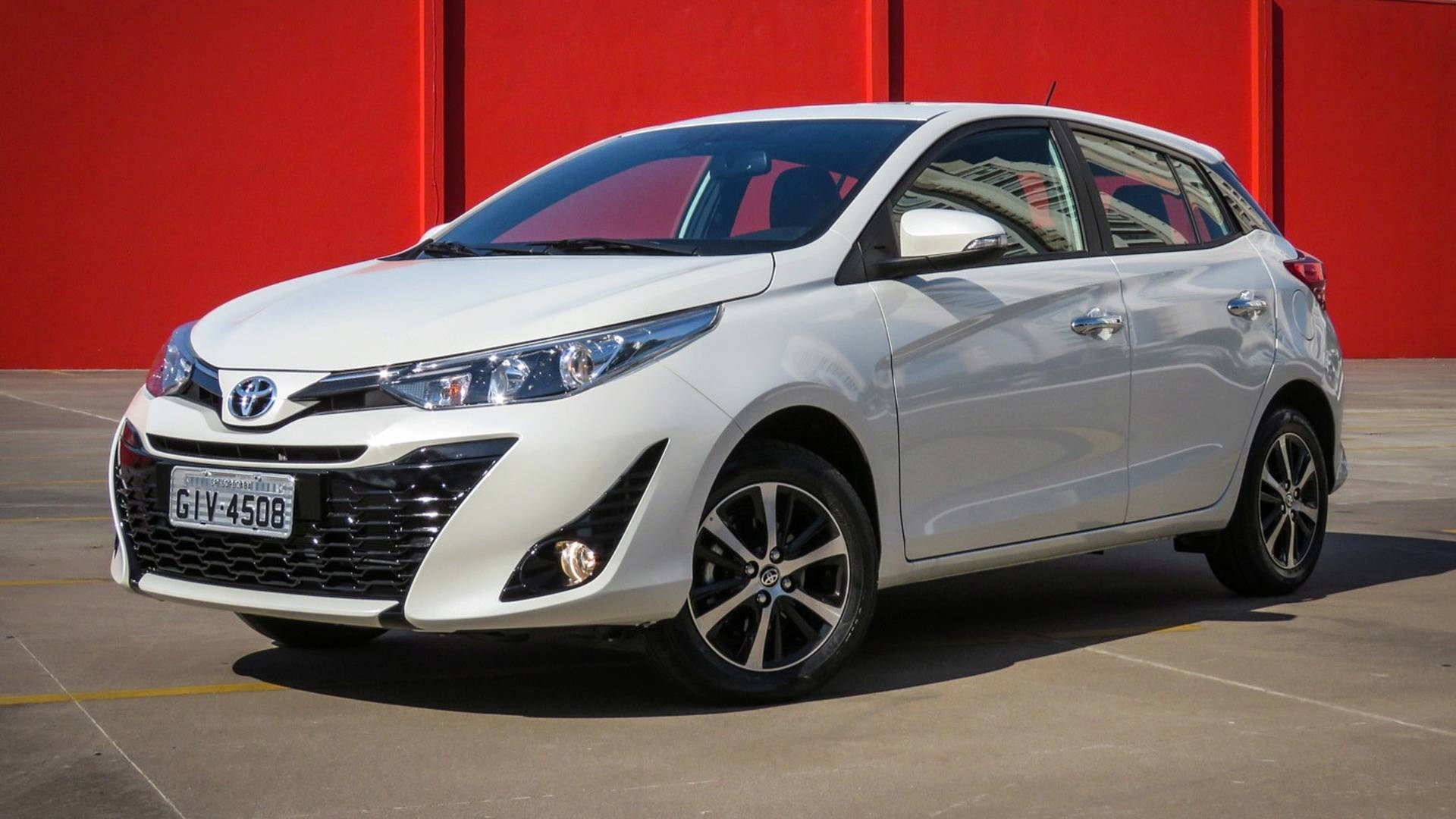 7858b98125 Vídeo avaliação Toyota Yaris XLS  Mais Corolla ou Etios