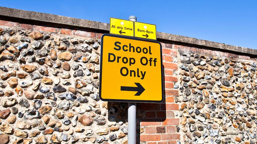 Parents see 'traffic chaos' outside school gates