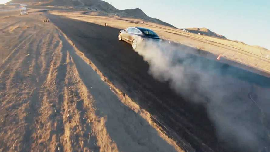 Tesla Model 3, fa i traversi con la Track Mode