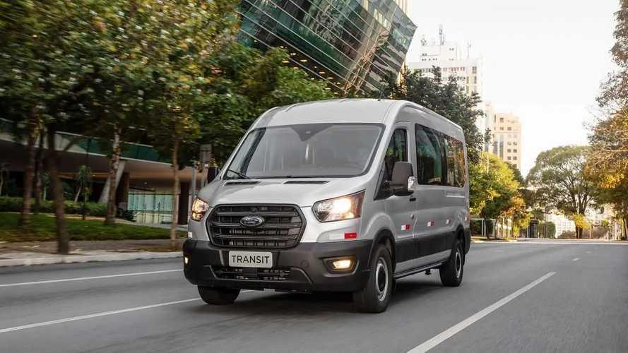 Nova Ford Transit chega ao Brasil em 5 versões e até 19 lugares