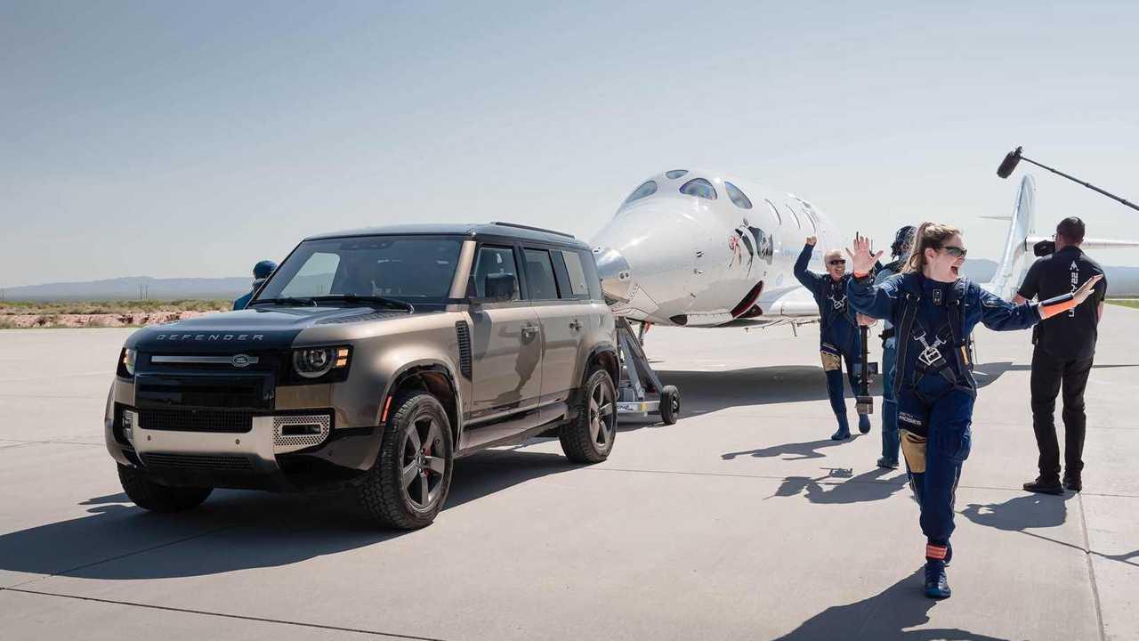 Land Rover accompagna Virgin Galactic nello spazio