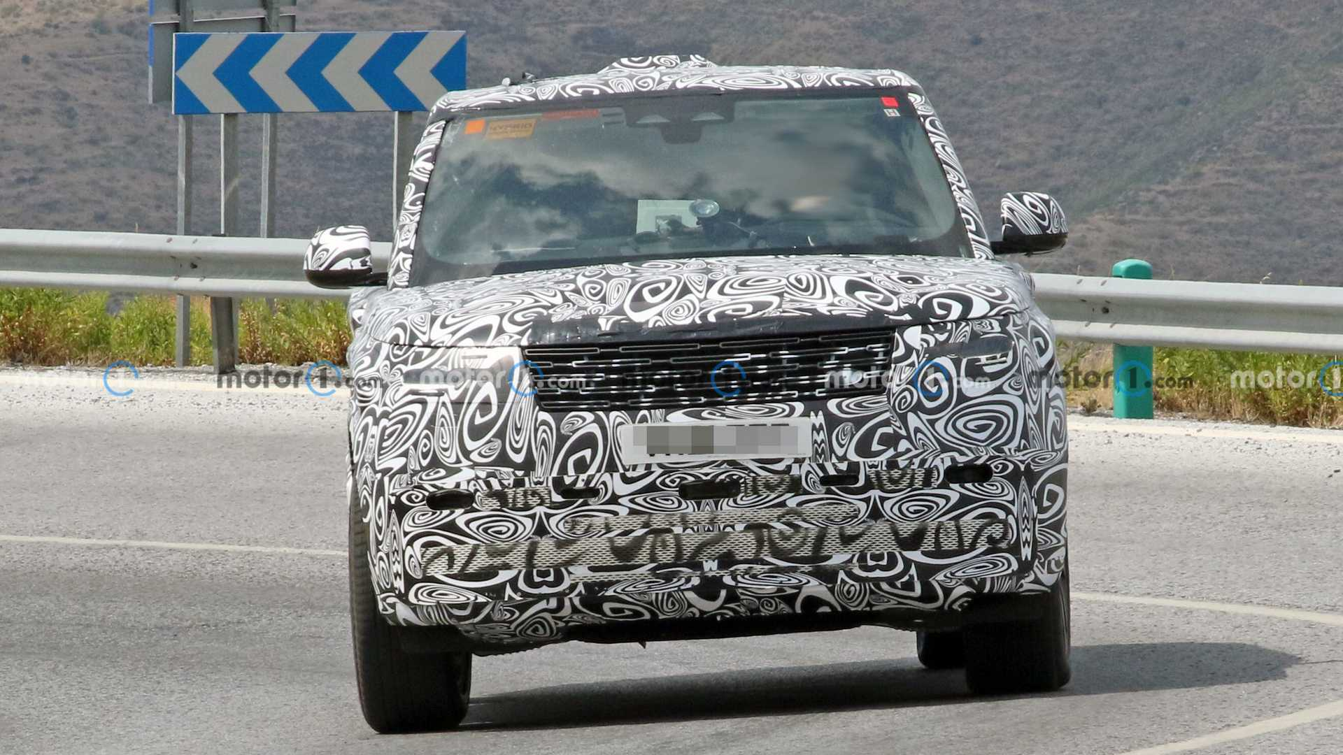 New Land Rover Range Rover PHEV spy photo (front)