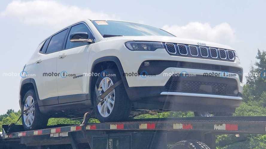 Flagra: Jeep Compass 2022 pode ganhar versão híbrida-leve