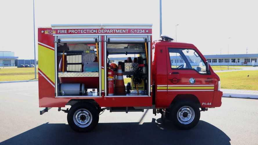 Caminhão de bombeiro elétrico já opera na fábrica da BMW em SC